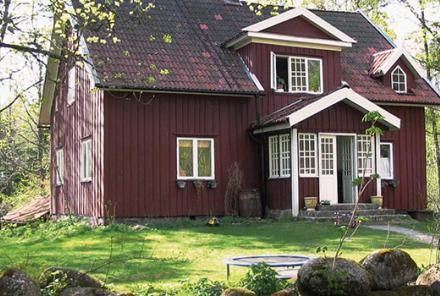 Mit Wetterschutzfarbe gestrichenes Haus