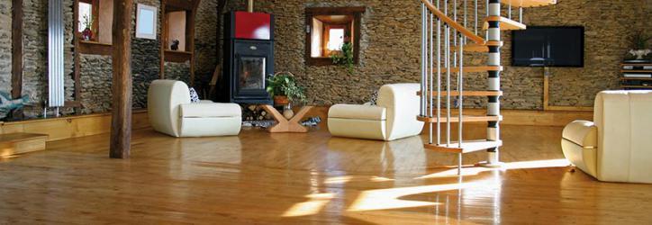 Blick auf Parkettboden in Wohnzimmer